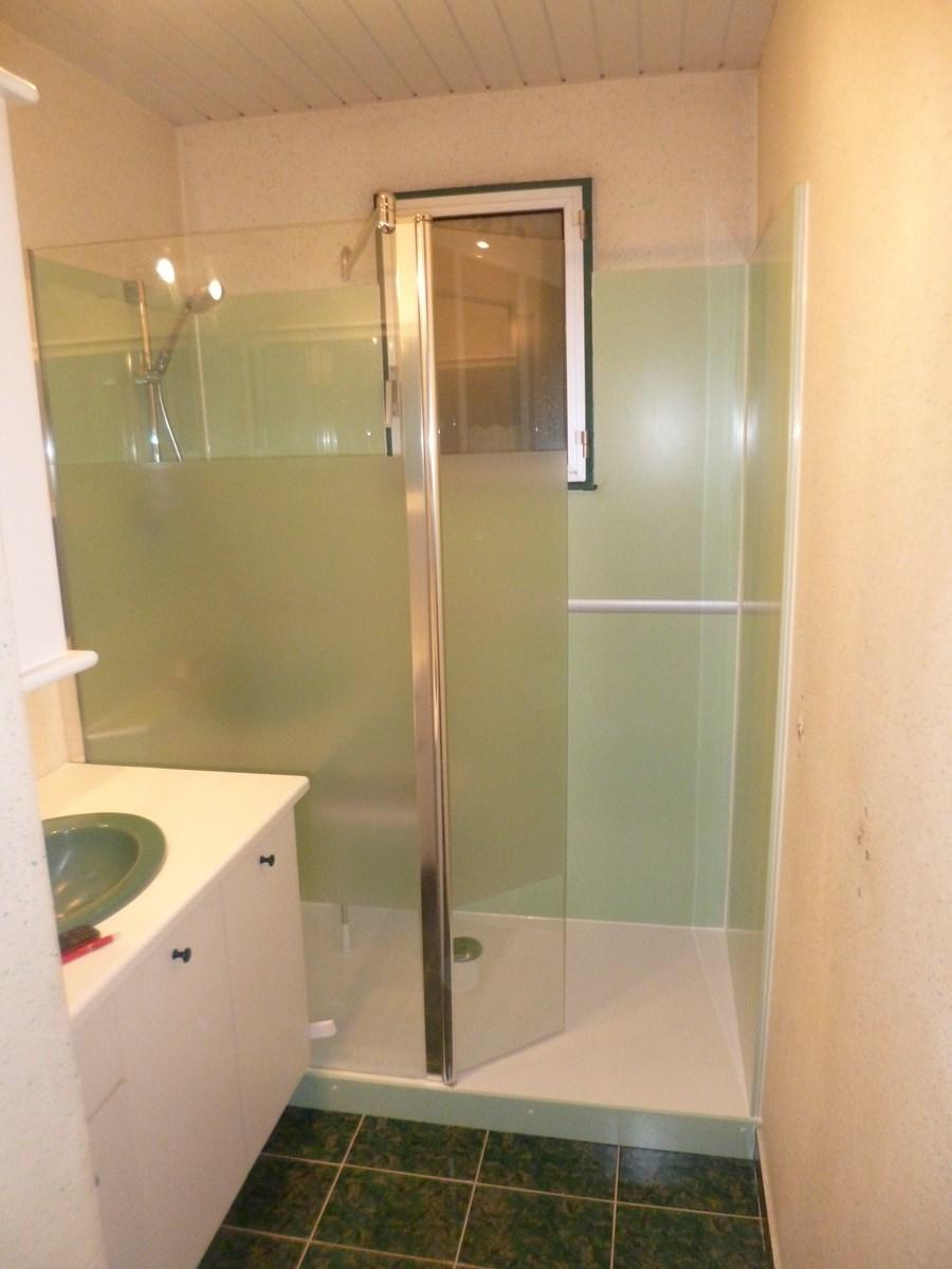 choisir une douche avec un receveur extra plat est la solution la plus s curis e et la moins cher. Black Bedroom Furniture Sets. Home Design Ideas